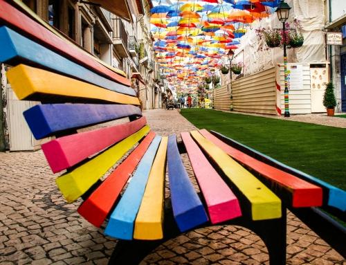 Águeda e seus guarda-chuvas coloridos